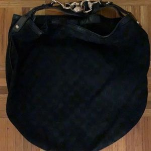 Classic Gucci Hobo Shoulder bag with gold hardware